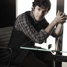 Un'immagine promozionale di Brendan Hines per la seconda stagione di Lie to Me