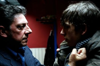 Gabriele Campanelli e Sergio Castellitto in una sequenza del film Alza la Testa