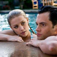 Amber Heard e Penn Badgley in una scena del film The Stepfather
