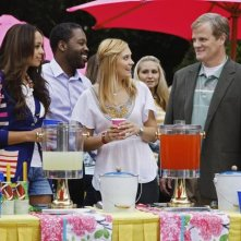 Amber Stevens, Kadeem Hardison, Spencer Grammer e Jerry Lambert in una scena dell'episodio Our Fathers della serie Greek