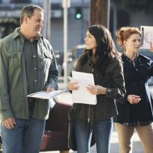 Bob Stephenson, Michelle Borth ed Heather Stephens in una scena dell'episodio Railroad Jane della serie The Forgotten