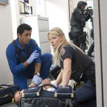 Cliff Curtis ed Anastasia Griffith nell'episodio Bad Day at Work della serie Trauma
