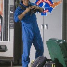 Cliff Curtis in una scena dell'episodio Bad Day at Work della serie Trauma