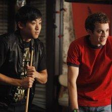 Derek Mio e Jacob Zachar in una scena dell'episodio The Wish-Pretzel della serie Greek