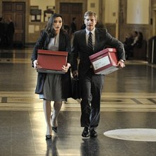 Julianna Margulies e Matt Czuchry in una scena dell'episodio Fixed della serie The Good Wife