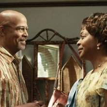 Michael Warren e Tina Lifford in una scena dell'episodio Relative Unknown della serie Lincoln Heights