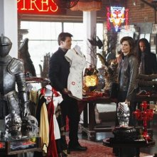 Nathan Fillion e Stana Katic in una scena dell'episodio Vampire Weekend della serie Castle