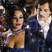 Nathan Fillion e Tamala Jones nell'episodio Vampire Weekend della serie Castle