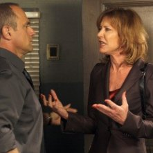 Christopher Meloni e Christine Lahti nell'episodio Sugar della serie Law & Order: SVU