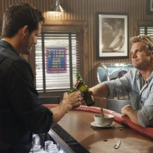 Josh Hopkins e Brian Van Holt in una scena dell'episodio You Wreck Me di Cougar Town