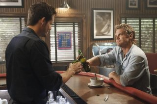 Josh Hopkins e Brian Van Holt in una scena dell'episodio You Wreck Me di Cougar Town