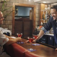Josh Hopkins ed Ian Gomez nell'episodio You Wreck Me di Cougar Town