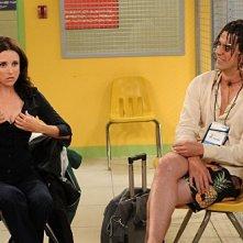 Julia Louis-Dreyfus ed Hamish Linklater nell'episodio Bahamian Rhapsody de La complicata vita di Christine
