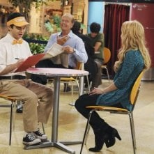 Kelsey Grammer e Jordan Hinson in una scena dell'episodio Drag Your Daughter to Work Day della serie Hank
