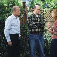 Melinda McGraw, David Koechner e Kelsey Grammer in una scena dell'episodio Relax, Don't Do It della serie Hank