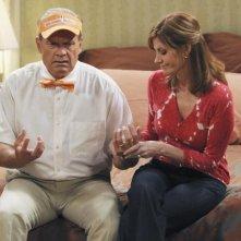 Melinda McGraw e Kelsey Grammer in una scena dell'episodio Drag Your Daughter to Work Day della serie Hank