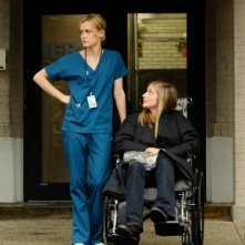 Taylor Schilling e Caitlin Fitzgerald nell'episodio Hope You're Good, Smiley Face della serie Mercy