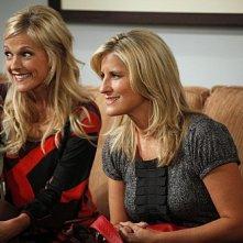 Tricia O'Kelley ed Alex Kapp Horner in una scena dell'episodio For Love or Money de La complicata vita di Christine