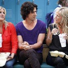 Tricia O'Kelley, Hamish Linklater ed Alex Kapp Horner in una scena dell'episodio For Love or Money de La complicata vita di Christine
