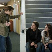 Jacob (Taylor Lautner), Bella (Kristen Stewart) e Mike (Michael Welch) fuori dal cinema nel film Twilight: New Moon