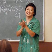 Ken Jeong in una scena dell'episodio Social Psychology della serie Community