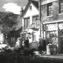 Alfred Hitchcock appare fugacemente in una scena del film Il sospetto ( 1941 )