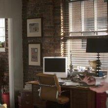 Brothers & Sisters: Luke MacFarlane e Matthew Rhys in una scena dell'episodio Breaking the News