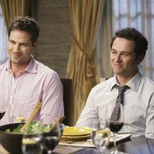 Brothers & Sisters: Luke MacFarlane e Matthew Rhys nell'episodio Almost Normal