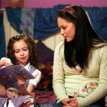 Kristin Kreuk e la piccola Jodelle Ferland nell\'episodio Clonata per amore di Smallville