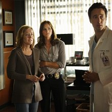 Three Rivers: Alex O'Loughlin, Kelly Overton e James Dumont nell'episodio Alone Together