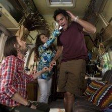Til Death: Brad Garrett, Joely Fisher e Timm Sharp in una scena dell'episodio Doug and Ally Return