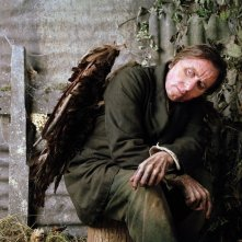 Tim Roth nel film Skellig