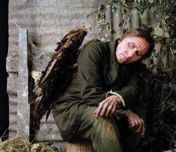 Tim Roth nel film Skellig