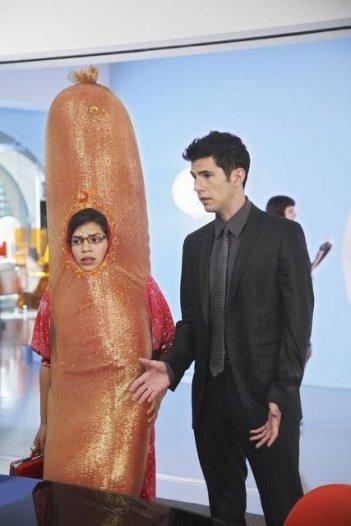 Ugly Betty: America Ferrera e Daniel Eric Gold nell'episodio The Wiener, the Bun and the Boob