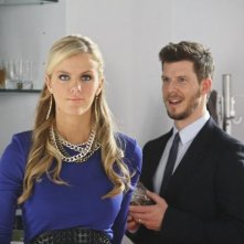 Ugly Betty: Eric Mabius e Brooklyn Decker nell'episodio The Wiener, the Bun and the Boob