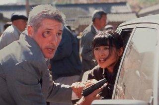 Richard Gere e Bai Ling in una scena de L'angolo rosso