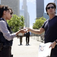 Numb3rs: Rob Morrow e Sophina Brown nell'episodio Friendly Fire