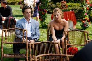 Sebastian Stan e Blake Lively in una scena dell'episodio Rufus Getting Married di Gossip Girl