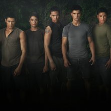 Un wallpaper del branco di New Moon, con Chaske Spencer, Alex Meraz, Kiowa Gordon e Bronson Pelletier