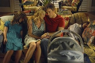 Dexter: Julie Benz e Michael C. Hall nell'episodio Dex Takes a Holiday