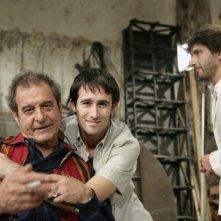 Pierpaolo Camplone tra Ennio Fantastichini e Luca Lionello sul set de Le ombre rosse