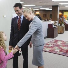 Better Off Ted: Jay Harrington e Portia de Rossi nell'episodio Through Rose Colored Hazmat Suits
