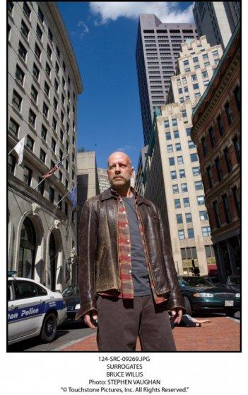 Bruce Willis in una immagine promo del film sci-fi Il mondo dei replicanti