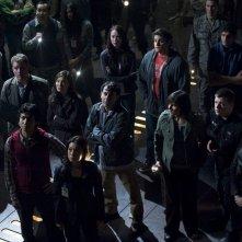 La squadra riunita in una scena dell'episodio Light di Stargate Universe