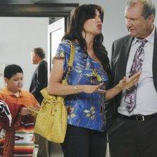 Modern Family: Rico Rodriguez, Sofía Vergara ed Ed O'Neill in un momento dell'episodio Run for Your Wife