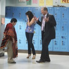 Modern Family: Rico Rodriguez, Sofía Vergara ed Ed O'Neill nell'episodio Run for Your Wife