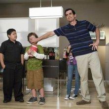 Modern Family: Rico Rodriguez, Ty Burrell e Nolan Gould nell'episodio Coal Digger