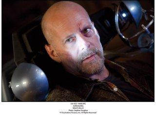 un primo piano di Bruce Willis, protagonista de Il mondo dei replicanti, 2009