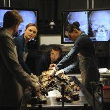 Bones: Emily Deschanel, TJ Thyne e Tamara Taylor nell'episodio The Tough Man in the Tender Chicken