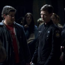 Il Sergente Riley (Haig Sutherland) ed Eli (David Blue) in una scena dell'episodio Light di Stargate Universe